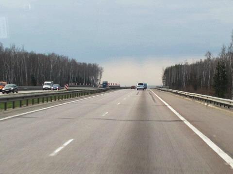 ロシアの高速道路:まっくろクロ...